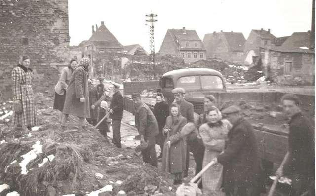 Jeszcze w 1952 roku Nidzica nie podniosła się z ruin, jakie pozostawili po sobie zdobywcy - full image