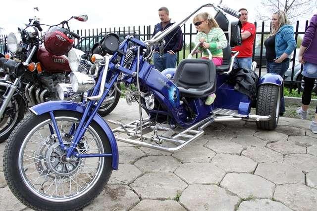 W sobotę (1 maja) w miejscowości Jezioro (gm.Markusy) odbył się pierwszy ogólnopolski zlot motocykli trójkołowych - full image