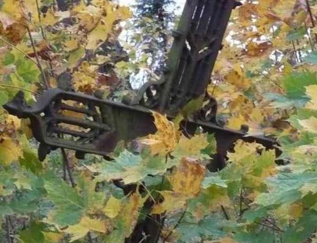 Durąg: cmentarze umierają w skupach złomu - full image