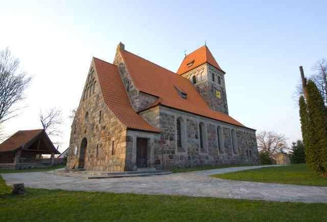 Kalinowo: kamienny kościół - full image