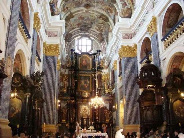 Wnętrze bazyliki w Świętej Lipce - full image