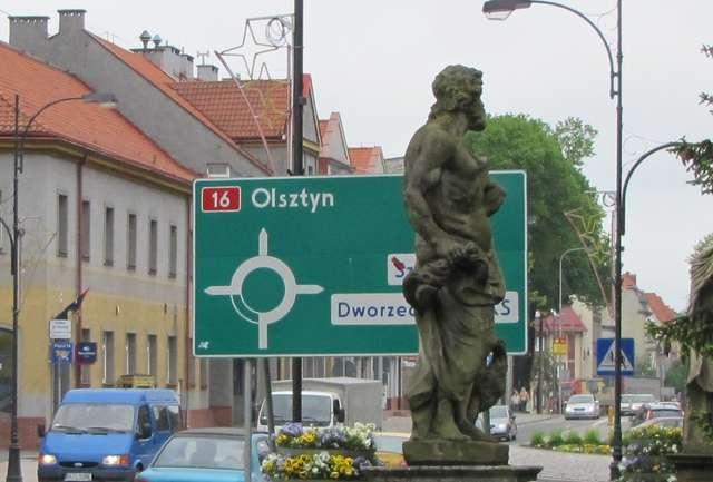 Iława: rzymscy bogowie na ulicy - full image