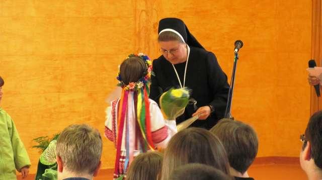 Olsztyn: zakończenie roku szkolnego w punkcie nauczania języka ukraińskiego - full image
