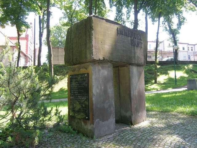 Gołdap: pomnik Immanuela Kanta - full image