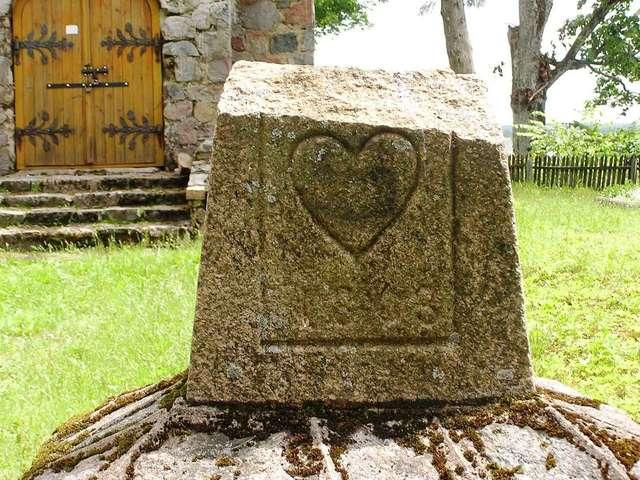 Zakałcze Wielkie: kaplica grobowa z ciałami bez głów - full image