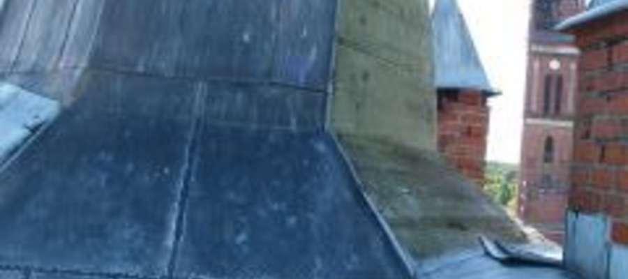 Kopuła na wieży jest nieco pochylona, nie grozi jednak zawaleniem