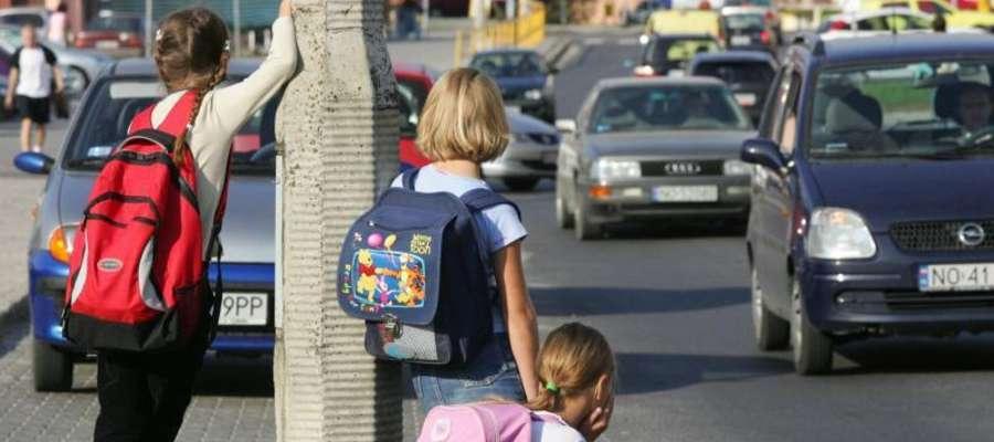 Ciężkie plecaki naszych dzieci to jeden z powodów wad postawy