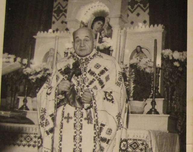 Ksiądz Myrosław Ripećkyj. Fotografia z 1966 roku. - full image