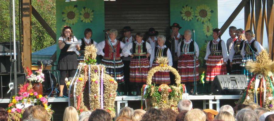 """Zespół Pieśni i Tańca """"Szuwary"""" z Markus"""