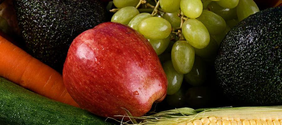 Surowe owoce i warzywa powinny znaleźć się na talerzach dzieci kilka razy dziennie