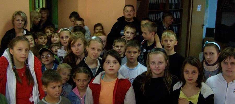 """Uczniowie z Talek w redakcji """"Gazety Giżyckiej"""""""