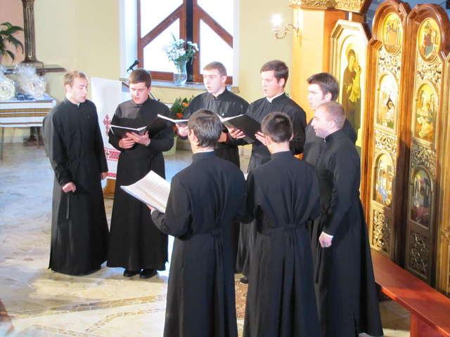 X Jesienne Koncerty Muzyki Cerkiewnej: śpiewa chór ,,Teoforos Akademii św. Ducha ze Lwowa - full image