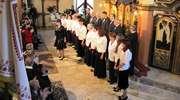 Chór Kamerton śpiewa w giżyckiej cerkwi