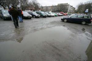 Strefa płatnego parkowania przy CH Manhattan w Olsztynie bezprawna?