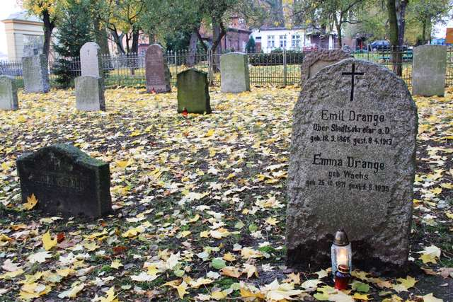Elbląg: grób pradziadków kanclerz Angeli Merkel - full image