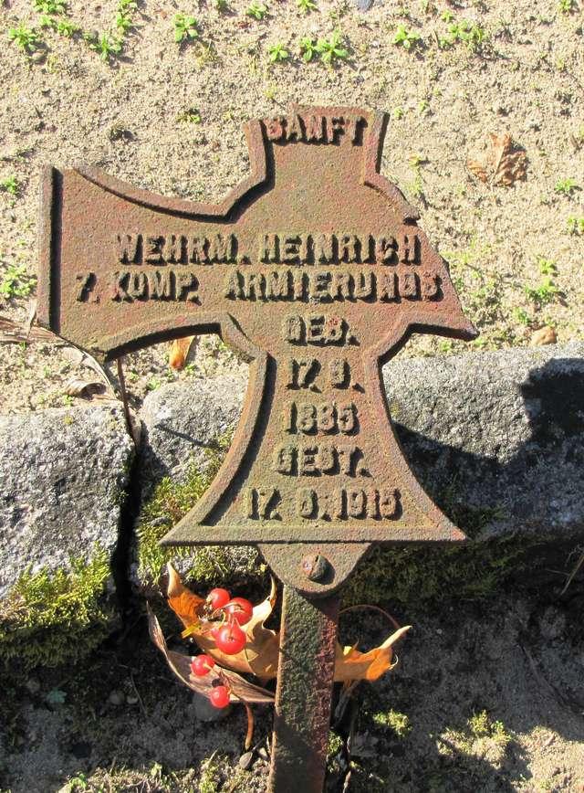 Szczytno: cmentarz wojenny z I wojny światowej - full image