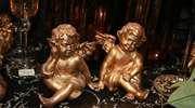 Świąteczne dekoracje — renifery i świetliste węże