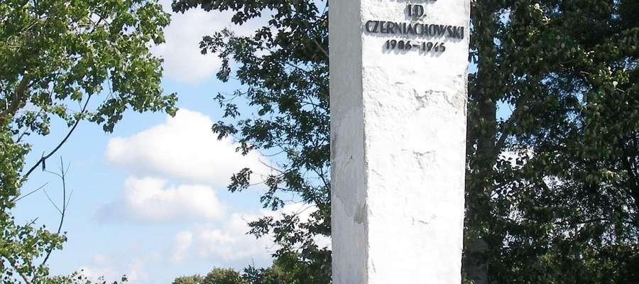 Pomnik gen. Czerniachowskiego w Pieniężnie