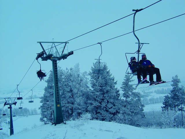 Jedyny w regionie wyciąg krzesełkowy na Pięknej Górze w Gołdapi - full image