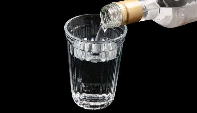 http://m.wm.pl/2010/12/n/jup-wodka-alkohol-kieliszek-640-30033.jpg