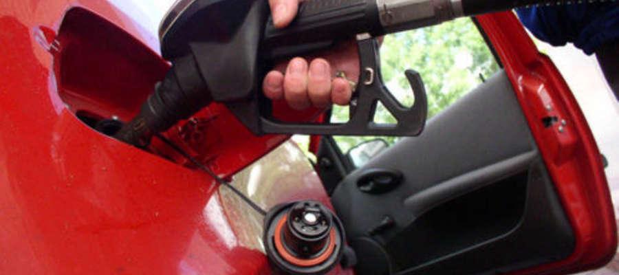 Benzyna w Ełku jest droższa niż w Suwałkach