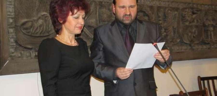 Burmistrz Szczytna Danuta Górska podczas sesji Rady Miasta
