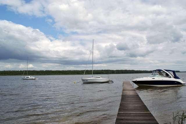 Łupki: widok na jezioro Roś - full image