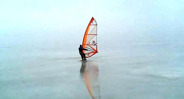 Tolkmicko: Ice-surfing, czyli windsurfing na lodzie - full image