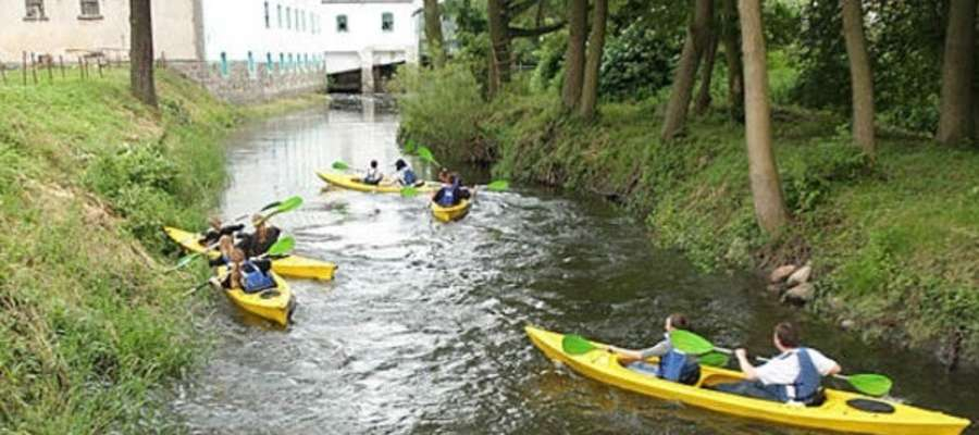 """Rzeka Wel jest często """"zdobywana"""" przez kajakarzy, nie ważne, czy latem, czy zimą"""