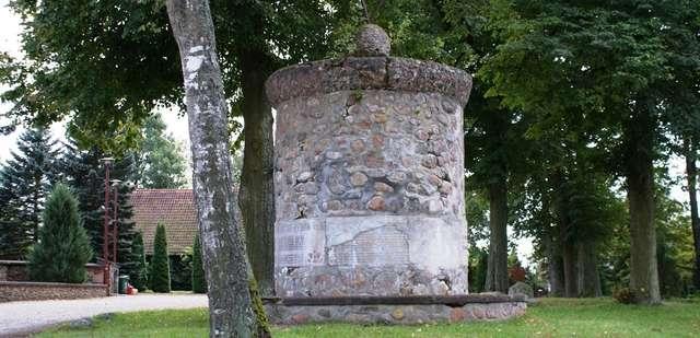 Grabnik: pomnik poległych w czasie I wojny światowej - full image