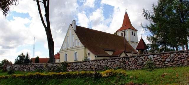 Stare Juchy: zabytkowy kościół - full image