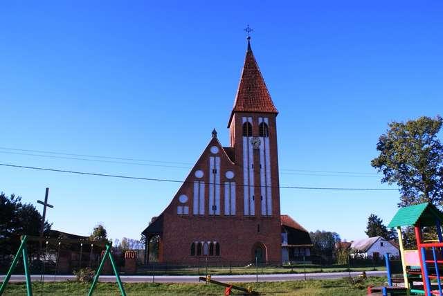 Gawrzyjałki: neogotycki kościół - full image