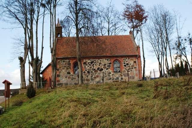 Nowe Włóki: kościół z 1874 roku - full image