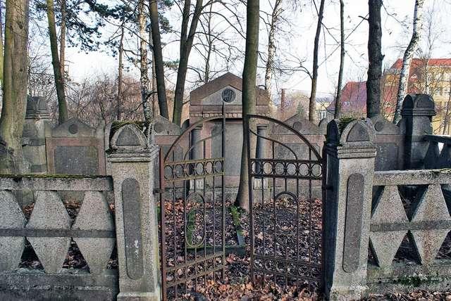 Mrągowo: tyle zostało po cmentarzu ewangelickim - full image