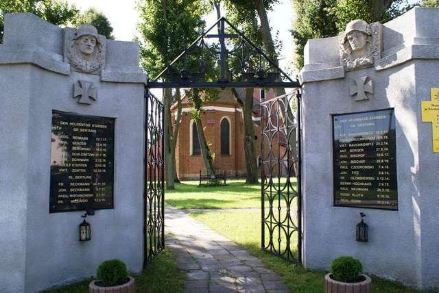 Bartąg: kościół św. Jana Ewangelisty i Opatrzności Bożej - full image