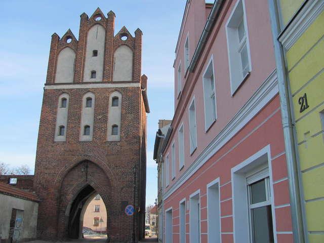 Pasłęk: gotycka Brama Kamienna z 1330 roku - full image