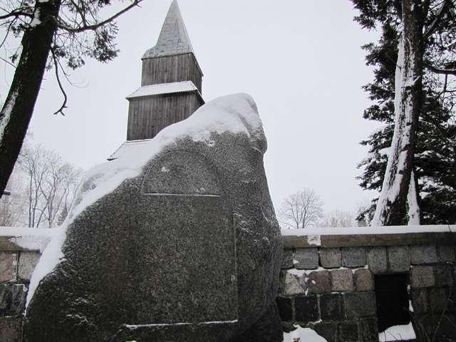 Pomorska Wieś: kościół z 1672 roku - full image