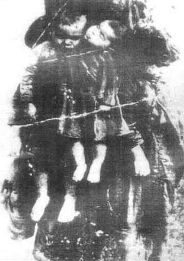 Przez lata ta fotografia funkcjonowała jako symbol bestialstwa ukraińskich nacjonalistów wobec Polaków na Wołyniu. Okazało się, że zdjęcie pochodzi z okresu międzywojennego. Są na nim dzieci zamordowane przez psychicznie chora matkę. - full image