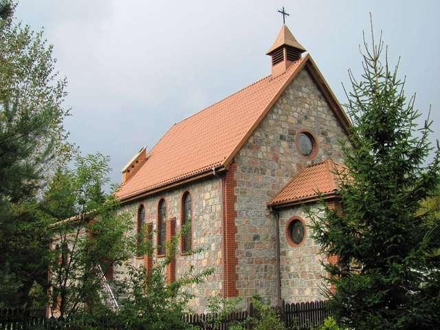 Kościół św. Huberta w Zimnej Wodzie - full image