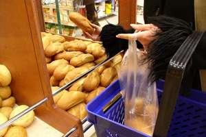 Śmierdzące ryby i spleśniałe ciasta... Co jeszcze znaleźli kontrolerzy Inspekcji Handlowej w sklepach?