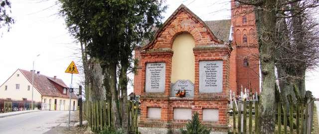 Pomnik poległych Warmiaków w Cerkiewniku - full image