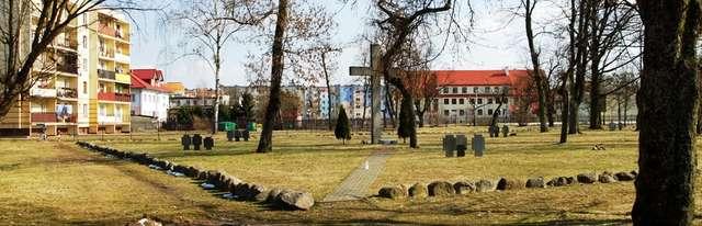 Pisz: cmentarz ewangelicki z kwaterą wojenną z I wojny światowej - full image