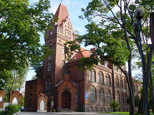 Olecko: budynek starostwa z 1897 roku - full image