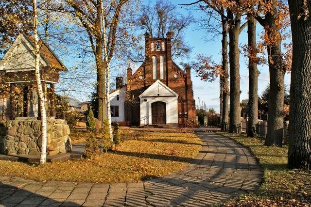 Kieźliny: kościół pw. św. Rozalii z 1906 roku - full image