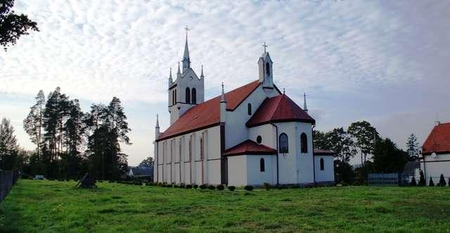 Lesiny Wielkie: kościół katolicki z 1859 roku - full image