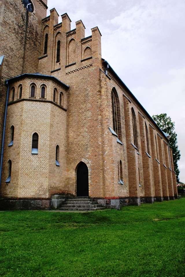 Rozogi: kościół św. Marii Magdaleny - full image