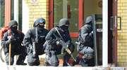 """Zamaskowani """"bandyci"""", z kominiarkami na głowach i karabinami w rękach, 14 listopada wpadli do szkoły w Barczewie. Rozbiegli się po korytarzach. Wszędzie było słychać huki i krzyki. To była symulacja"""
