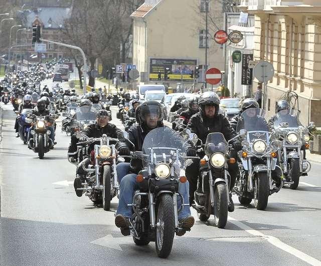 XII Tabunada w Olsztynie. Pokazy i wspaniałe motocykle na paradzie ulicami miasta! - full image