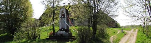 Pomnik poległych w Błudowie (powiat ziemski elbląski) - full image