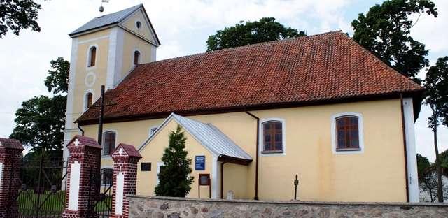Trelkowo: kościół z XVIII wieku - full image